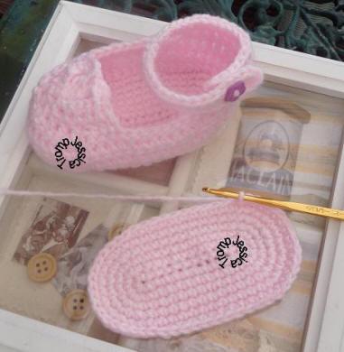 3 English Crochetpattern Free Pattern For Cute Crocheted Babybooties