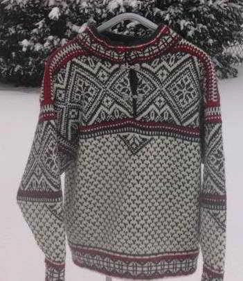 breipatronen noorse trui rondgebreid op een rondbreinaald